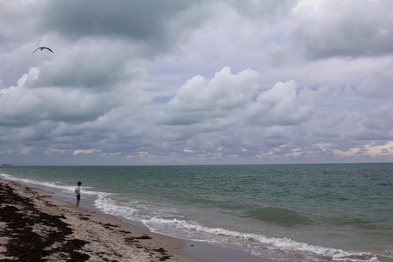 bill-baggs-lighthouse-boy-on-beach